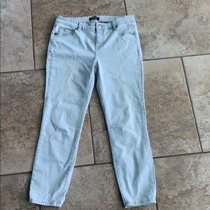 """Buffalo Aubrey"" jeans mid rise Capri 10/30"